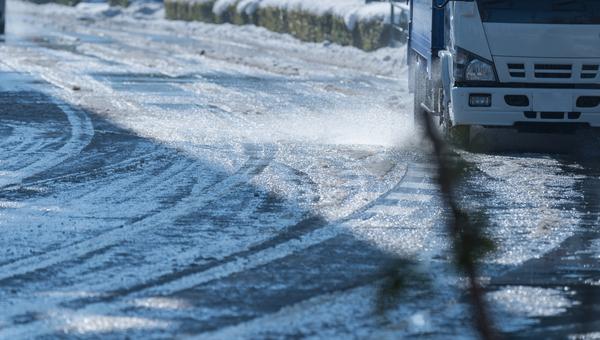 雪道でのトラックの走らせ方